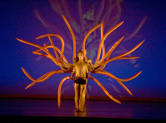 DANCE-ST.-LOUIS,-MOMIX-in-Botanica-(orange-squiggles),-photo-by-Don-Perdue.jpg
