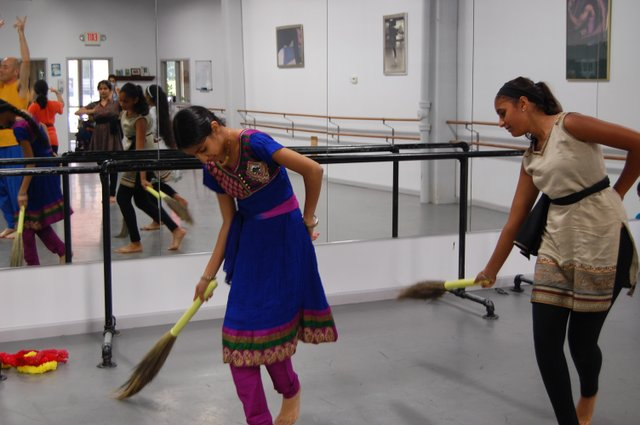 The king's servants played by Pooja Patel and Prapti Patel