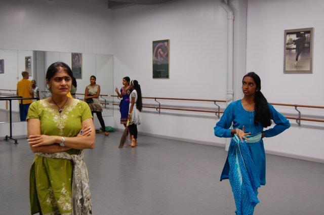 Evil step mother Nartana Prem wants to destroy Vidya (the heroine).