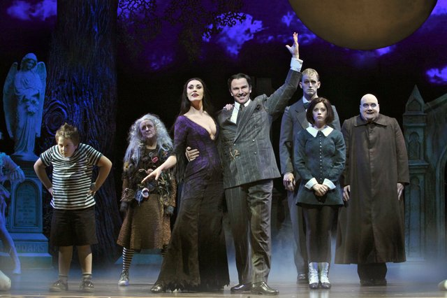ThenationaltouringcastofTHEADDAMSFAMILY.Photocredit-JeremyDaniel.jpg