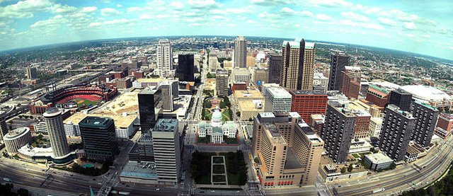800px-St._Louis_Arch_-_Downtown_View.jpg