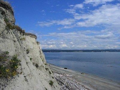 800px-Fort_Casey_Cliff.jpg