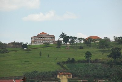 800px-Tooro_Palace_in_Fort_Portal_-_Flickr_-_Dave_Proffer.jpg