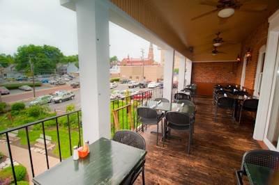 Lewis & Clark's Restaurant_deck1.jpg