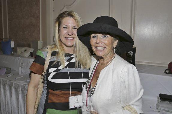 Lisa Iannazzone, Paula Teabeau