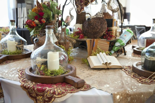 The details from Three French Hen's tabletop design