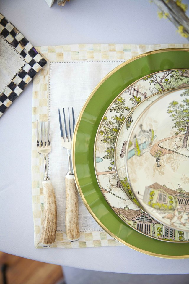 The details from B. Davis Design's tabletop