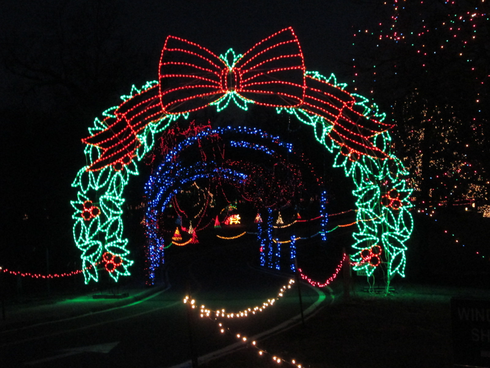 Nine Must-See Holiday Light Displays in St. Louis