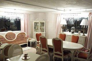 nest_lounge.jpg