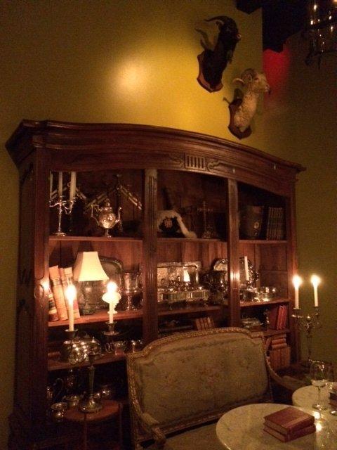 <strong>Bar Les Freres' The Salon</strong> December 23