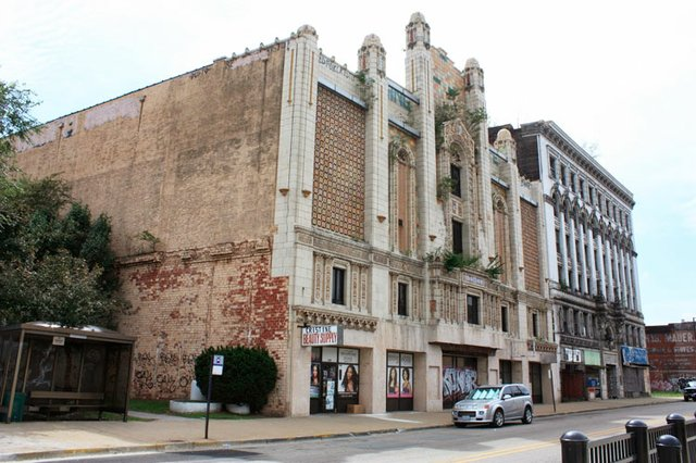 Naffziger Looking Up Collinsville Avenue at Majestic Theater and Murphy Building.JPG