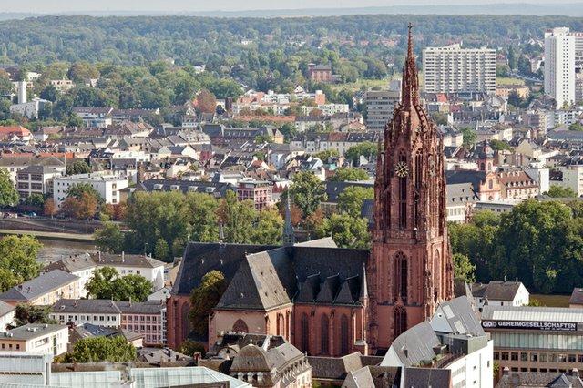Frankfurt_Am_Main-St_Bartholomaeus-Ansicht_vom_Nextower-20110812.jpg