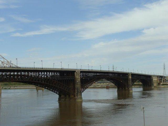 Naffziger Eads Bridge.jpg