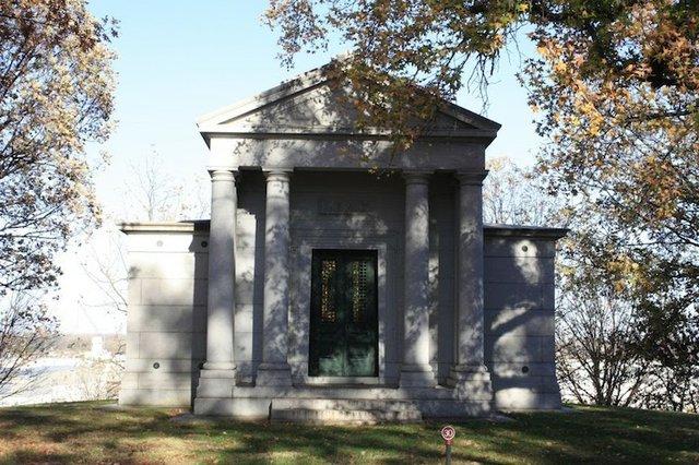 Lemp Mausoleum.jpg