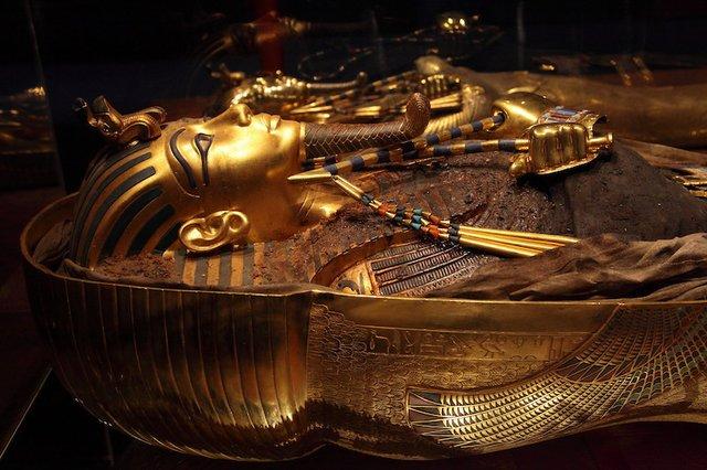 king-tut-golden-mummy-cases-04.jpg