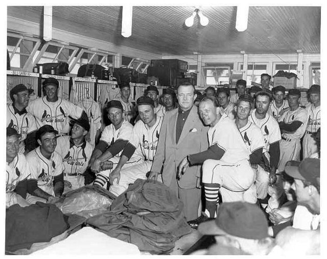 Busch poses with the Cardinals.jpg