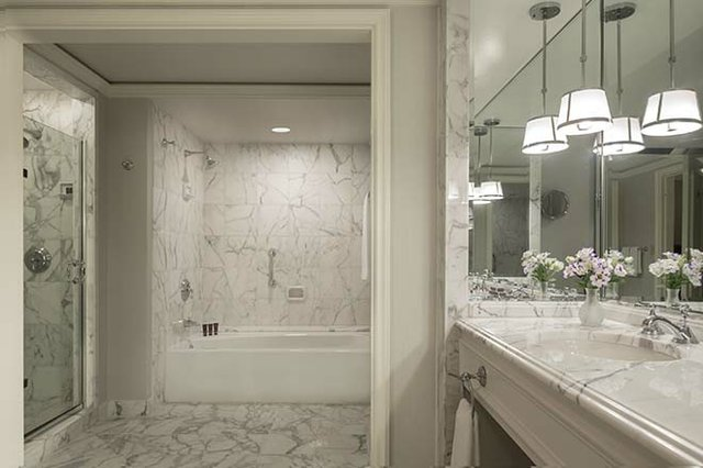 Exec Suite bathroom-new_web.jpg