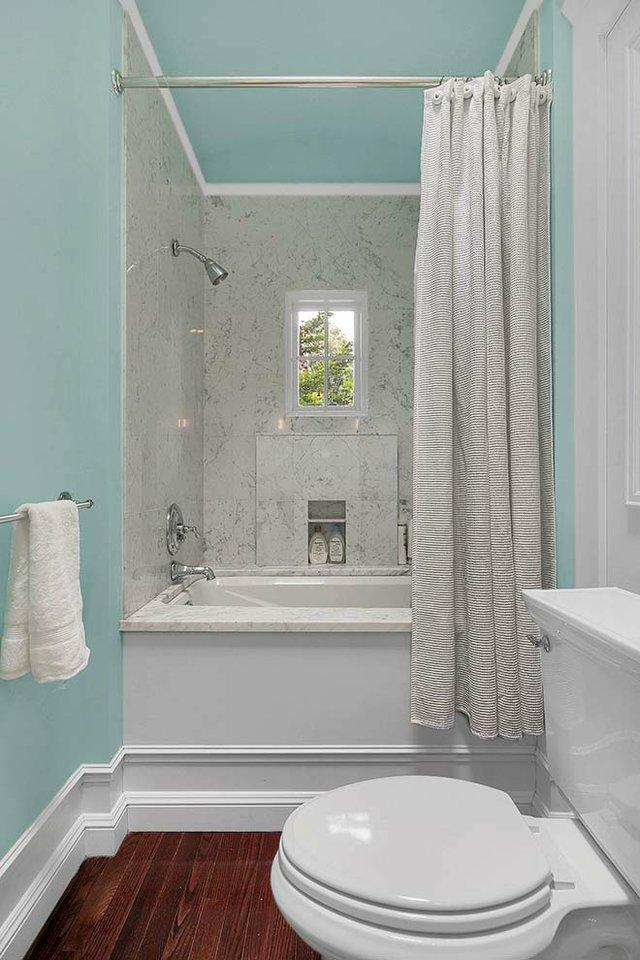 1904 Lasalle St St Louis MO-print-021-5-Bathroom-1600x2400-300dpi_web.jpg