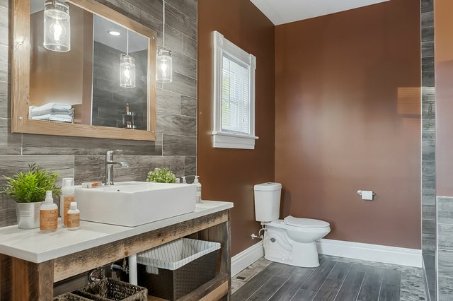 3313WisconsinAve_bathroom2.jpg