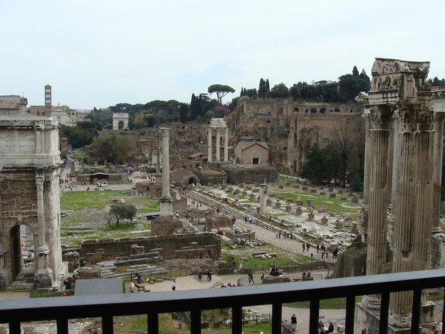The Roman Forum by Chris Naffziger.jpg