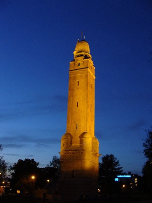 Compton Hill Water Tower, Photograph by Chris Naffziger.jpg