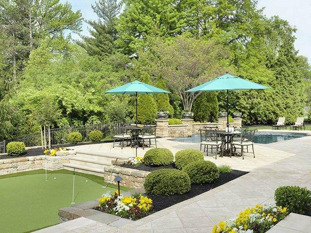 putting green and pool.jpg