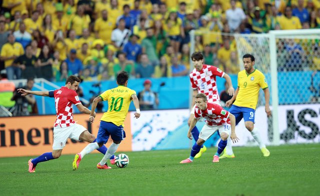 Brazil_and_Croatia_match_at_the_FIFA_World_Cup_2014-06-12_(47).jpg