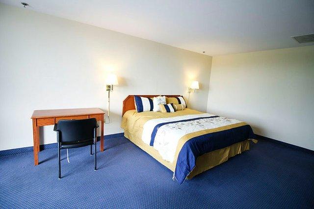 hotel_influenza_bedroom.jpg