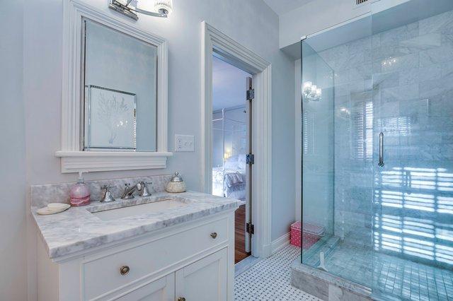 4Brentmoor_bathroom.jpg