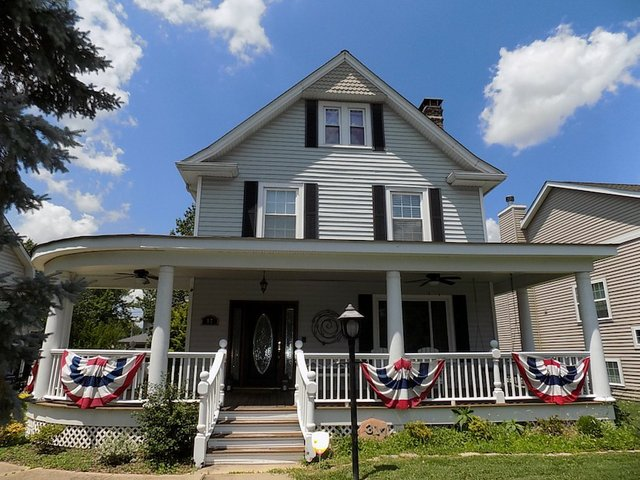 white farmhouse.jpg