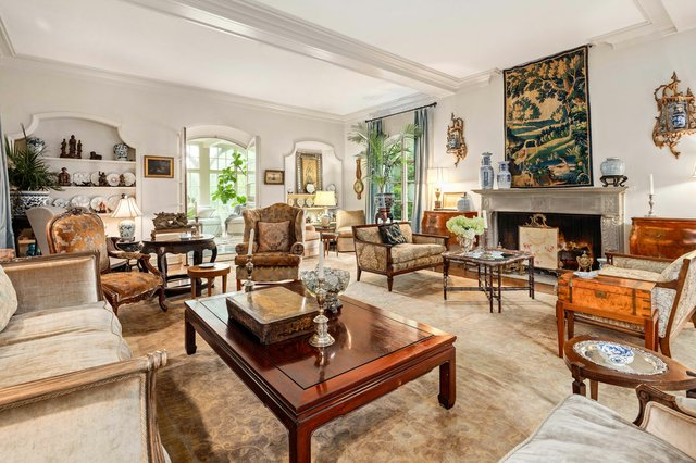 5Chateau_livingroom.jpg