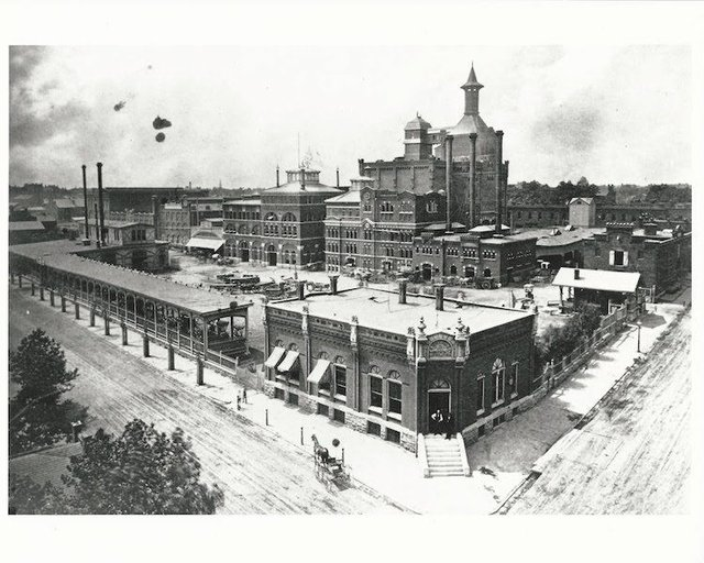 Brew House Yard 1880-82.jpg