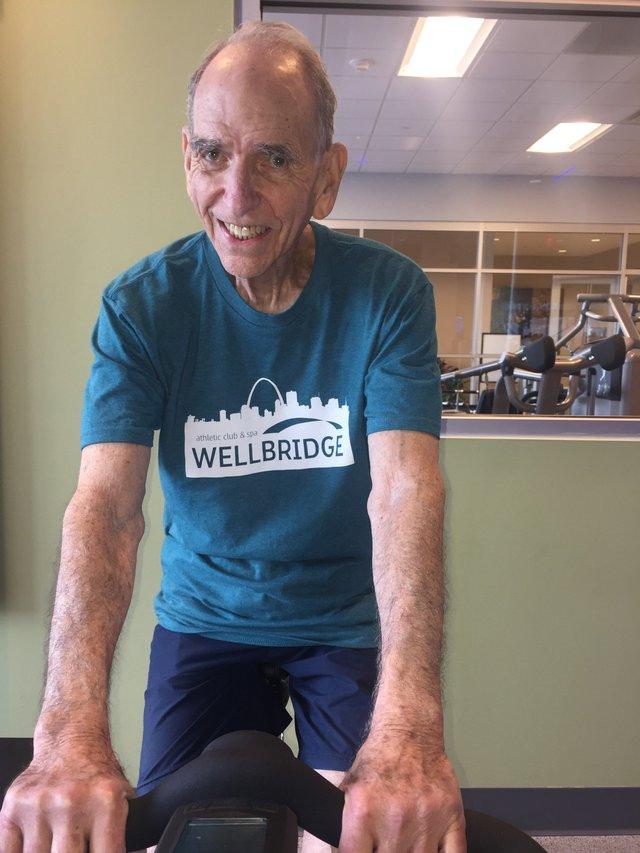 Bob Mendelson individual spinning.jpg