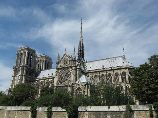 Notre Dame de Paris, showing rebuilt flèche spire  by Viollet-le-Duc, Photograph by Madhurantakam.jpg
