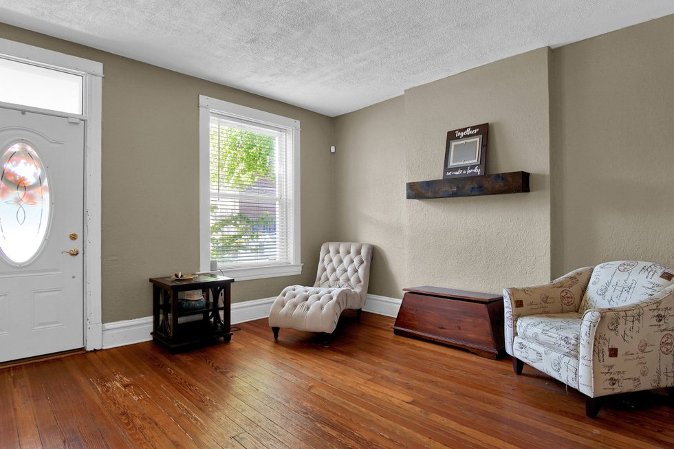 Attirant 629 Bates Street St Louis MO Print 003 6 Living Room