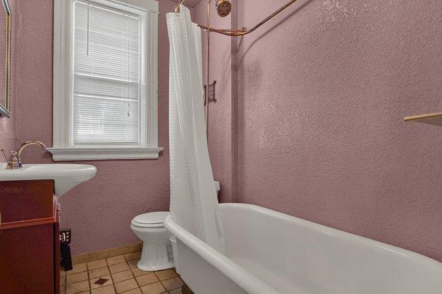 629 bates street st louis MO-print-014-27-Bathroom-2400x1600-300dpi.jpg