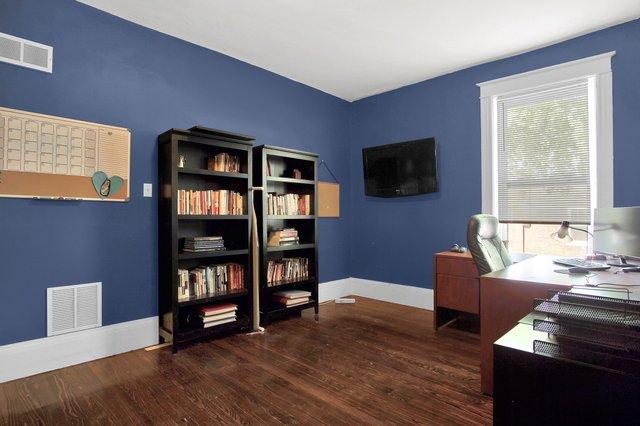 629 bates street st louis MO-print-021-26-Office-2400x1600-300dpi.jpg