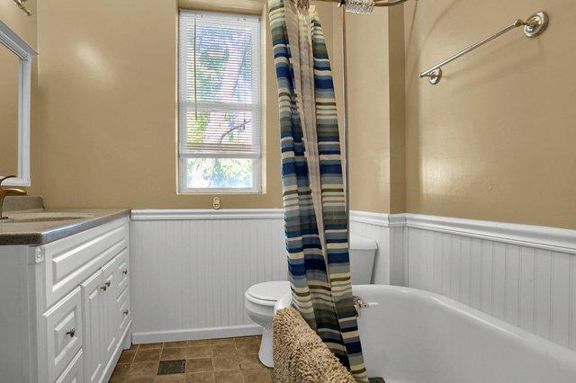 629 bates street st louis MO-print-024-30-Bathroom-2400x1600-300dpi.jpg