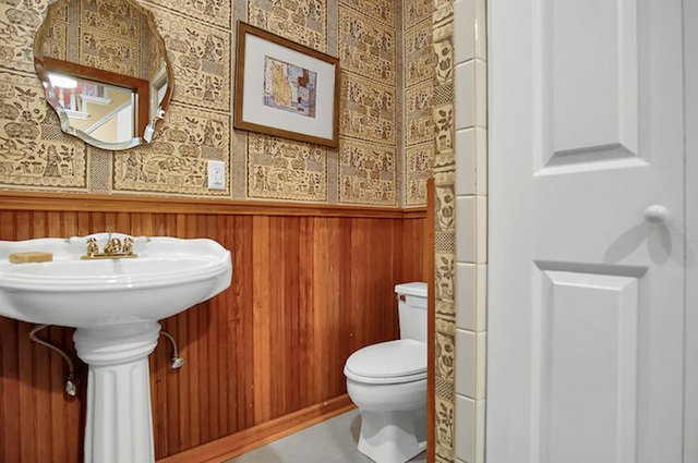 1818 LaSalle St St Louis MO-print-009-12-1st Floor Bath-3008x2000-300dpi.jpg