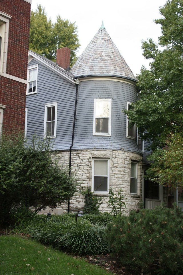 Debaliviere Place House.jpg