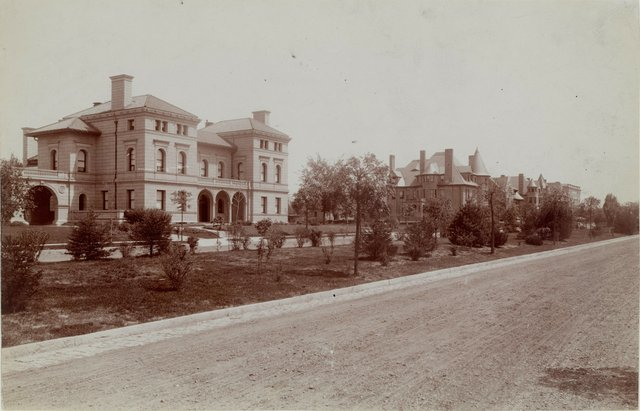 1-17 Westmoreland Place, Photograph by Emil Boehl, c. 1895, Missouri History Museum, N35849.jpg