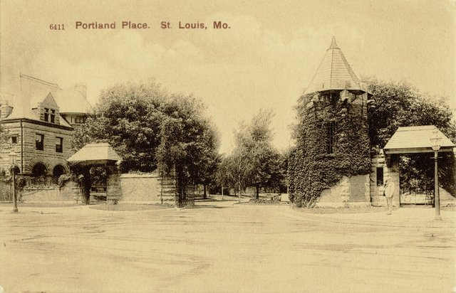 East Entrance to Portland Place, Samuel Kennard House Visible, 1906, Missouri History Museum, N39281.jpg