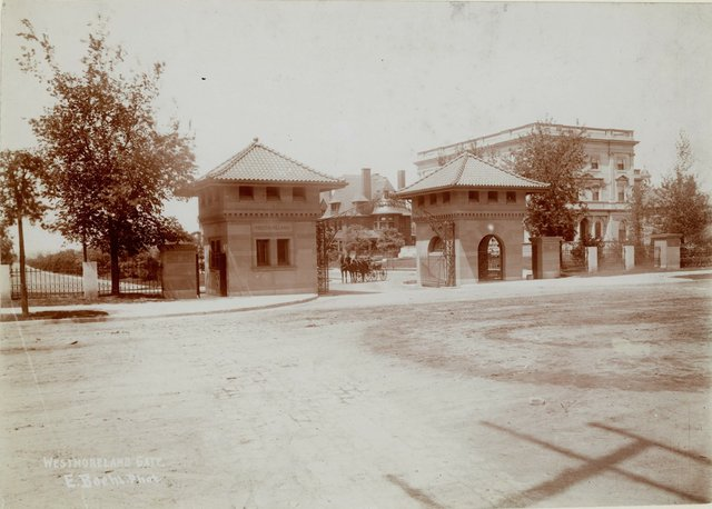 East Entrance, Westmoreland Place, Photograph by Emil Boehl, c. 1900, Missouri History Museum, N15000.jpg