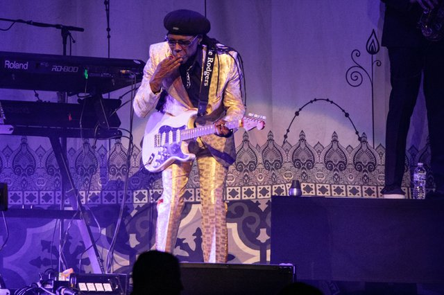 nile rodgers & chic 003.JPG