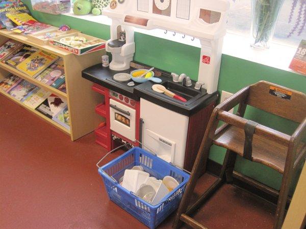 int children's kitchen.jpg