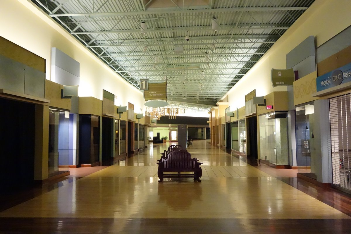 A final look at the all-but-abandoned St. Louis Outlet Mall before it closes