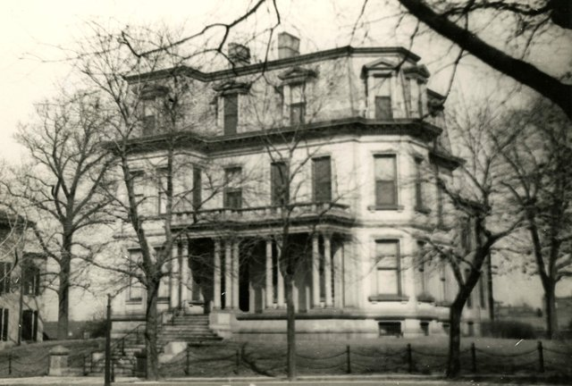 Charles H. Peck Residence, 7 Vandeventer Place, Built 1871, Photograph by William Swekosky, 1940s, Missouri History Museum, St. Louis, N05956.jpg