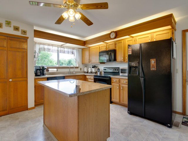 7506 Woodbridge Estates Ct St-009-30-IMG 7614-MLS_Size.jpg