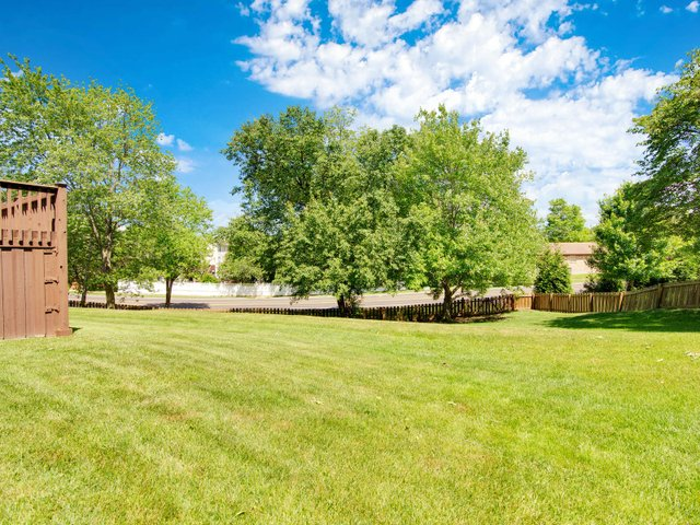 7506 Woodbridge Estates Ct St-036-33-IMG 7744-MLS_Size.jpg