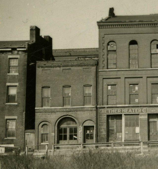 William Swekosky, Washington Brewery, possibly showing the building on the left involved in mechanic's lien, Missouri History Museum, St. Louis, N02596.jpg
